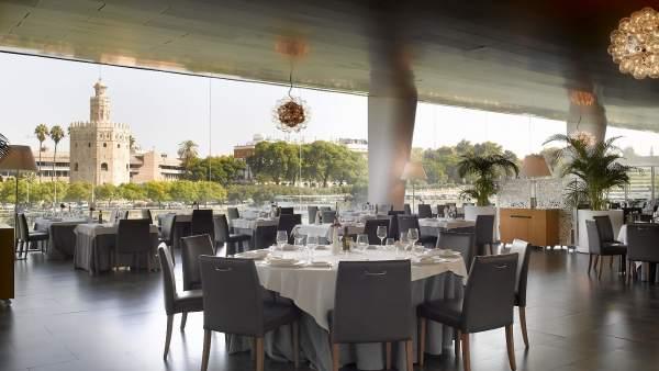 El salón principal del Restaurante Abades Triana en Sevilla