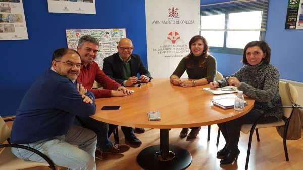 Téllez (2ª dcha.) en la reunión con Fundecor