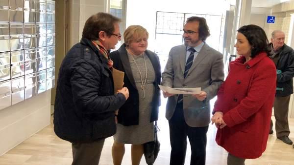 El consejero Fomento visita las obras de accesibilidad realizada edificio Murcia