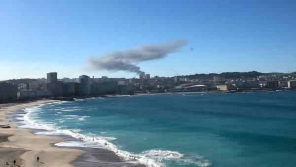 Columna de humo en A Coruña por fallo eléctrico en Repsol