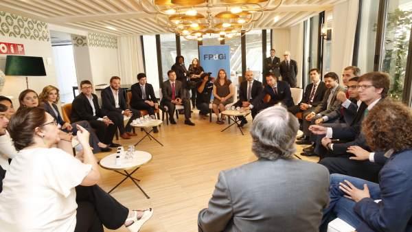 Los Reyes se reúnen con premios de la FPdGi anteriores a 2016