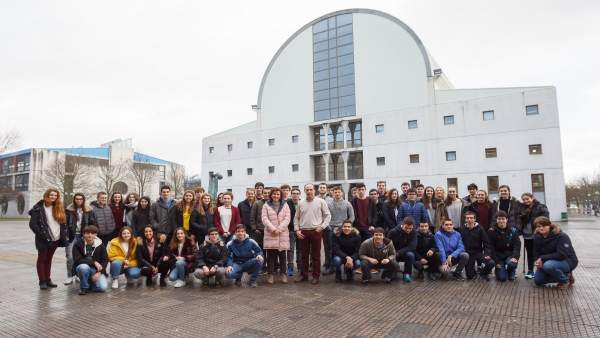 Foto de grupo de los estudiantes participantes.