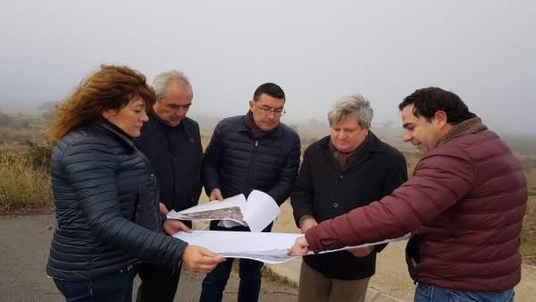 Visita de dirigentes de Giahsa a Villanueva de los Castillejos.