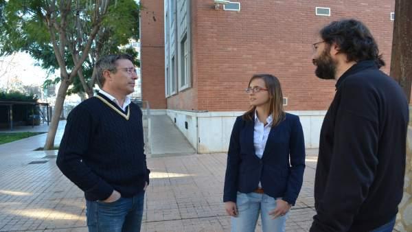 Ana Fernández, en presencia de sus directores del trabajo
