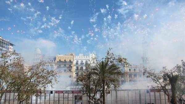 Mascletá en las Fallas de Valencia