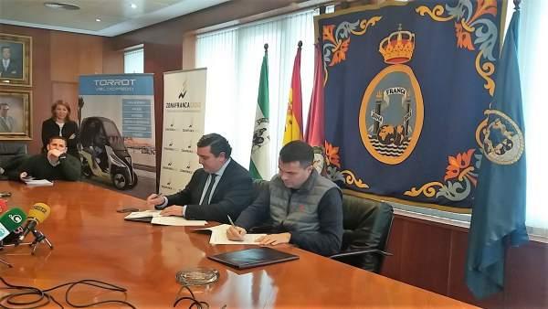 Zona Franca y Torrot firman acuerdo para instalarse en Cádiz