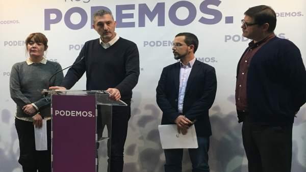 Óscar Urralburu junto a María Giménez, Sergio Pascual y Andrés Pedreño