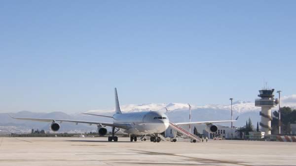 Avión en el Aeropuerto de Granada-Jaén (Archivo)