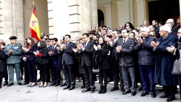 Minuto de silencio en silencio en Sevilla por el asesinato de Alberto y Ascen