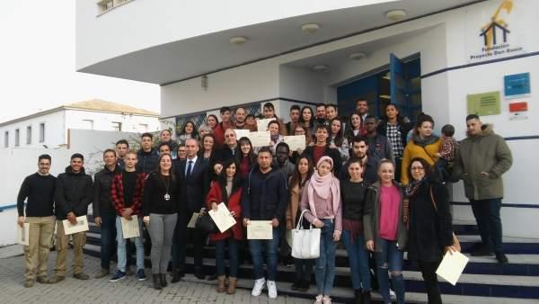Jóvenes participantes en el programa 'Incorpora Joven' de La Caixa y Cajasol.