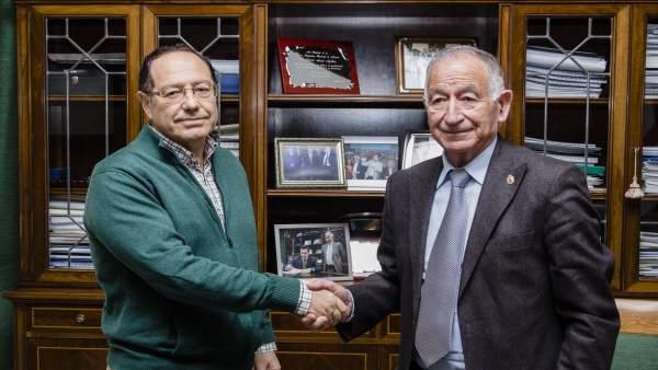 El Comité Organizador del Congreso Neumosur, junto a Gabriel Amat.