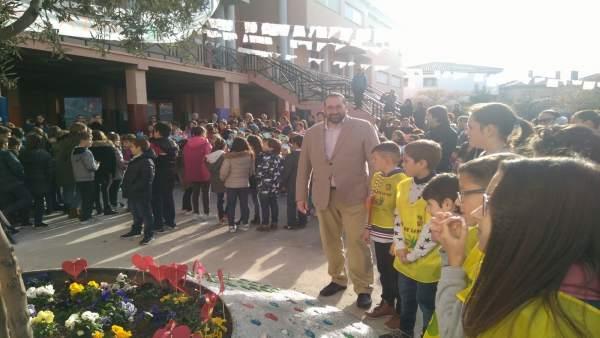 Alumnos celebran el Día Escolar de la Paz y la No Violencia