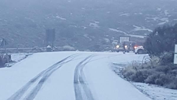 Nieve en las carreteras del Teide