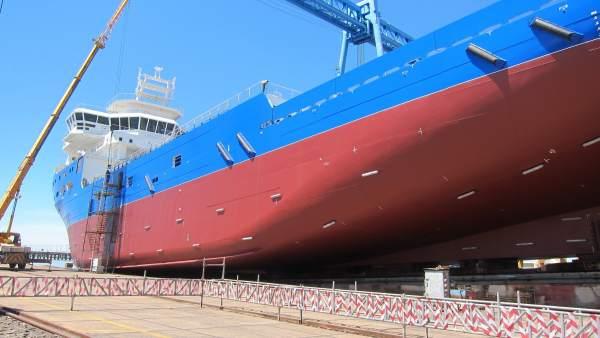 Barco 'Oceanix III' en los astilleros de Cotnsa.