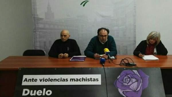 Lucas Martínez (c) analiza la situación de Jaén.