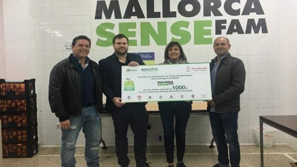 Entrega de la donación de Ecovidrio a Mallorca Sense Fam