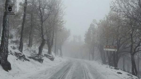 Carretera de la cumbre de Gran Canaria nevada