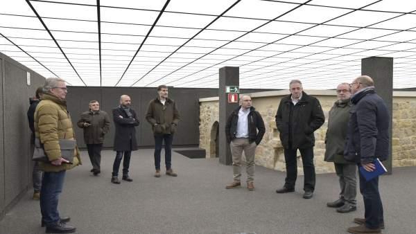 Visita del Ayuntamiento de Pamplona a los locales de Descalzos 47-53.