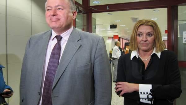 El delegado del Gobierno atiende a los medios
