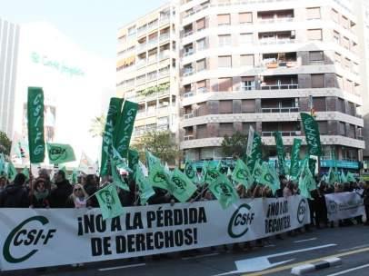 Concentración de afiliados al CSIF en València