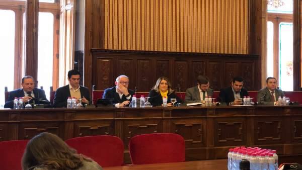Contreras (3d), junto a los diputados del PP en la Diputación de Jaén.