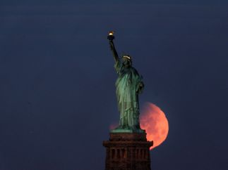 Tras la Estatua de la Libertad