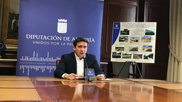 El diputado Óscar Liria durante la presentación del Plan Viario Provincial 2018.