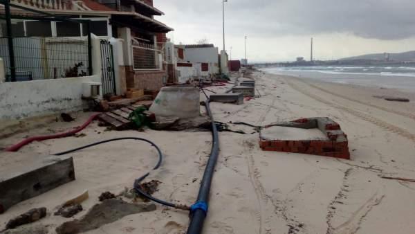 Playa del Campo de Gibraltar con el temporal