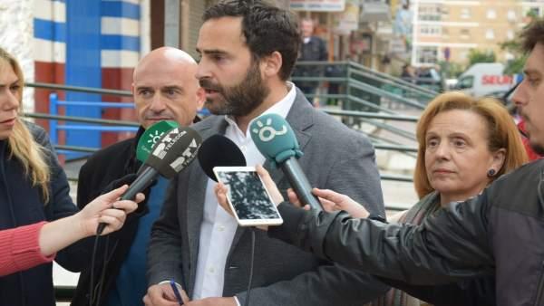 Daniel Pérez, portavoz municipal socialista, en rueda de prensa
