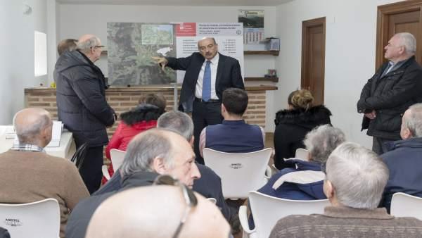 José María Mazón presenta el proyecto de mejora de la carretera de Padiérniga