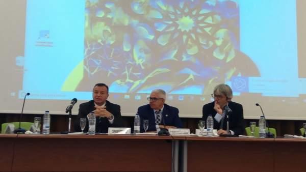 Junta y Universidad abordan la protección de menores