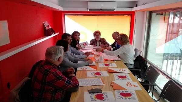 Ciudadanos se reúnen con miembros de la plataforma 'Por una sanidad digna'.