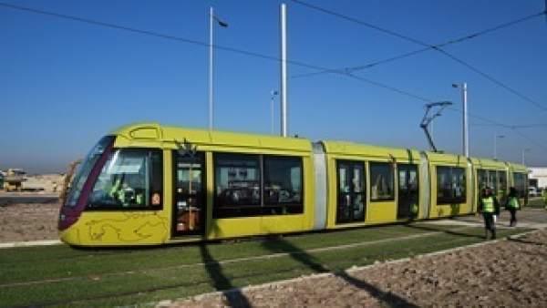 Imagen de archivo del tranvía de Jaén circulando en pruebas.