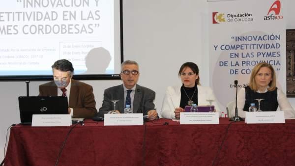 Barbero y Pérez (centro) presentan el informe