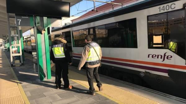 Contro de Policía Nacional en transportes.