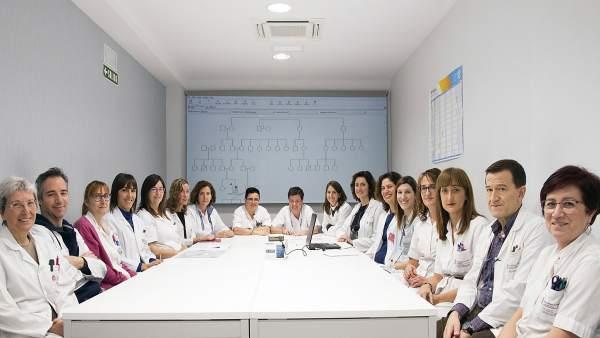 Integrantes del equipo de Genética en la nueva sala de reuniones.