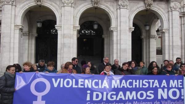 Concentración ante el Ayuntamiento de Valladolid