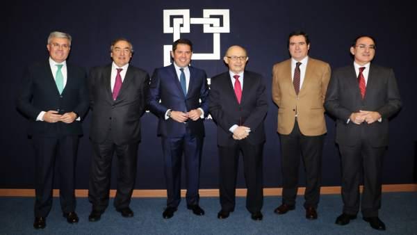 Cristóbal Montoro junto al presidente de la CGE