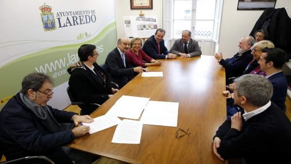 Mazón con representantes de AMPROS