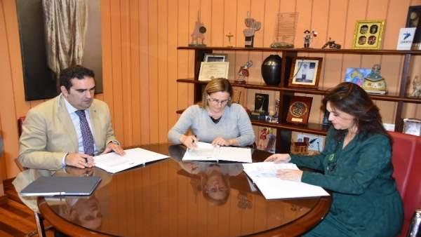 Ana Mula Margarita Del Cid Manuel Cardeña firma acuerdo