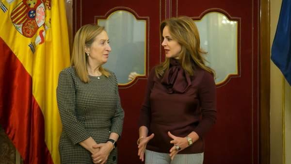 Ana Pastor y Silvia Clemente