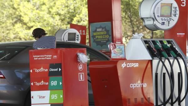 Derogada l'obligació a les gasolineres de tindre personal per a atendre a discapacitats per a evitar una multa de la UE