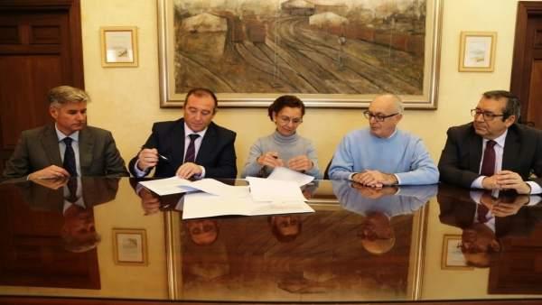 Cajasur firma convenio de un comedor social en Rota