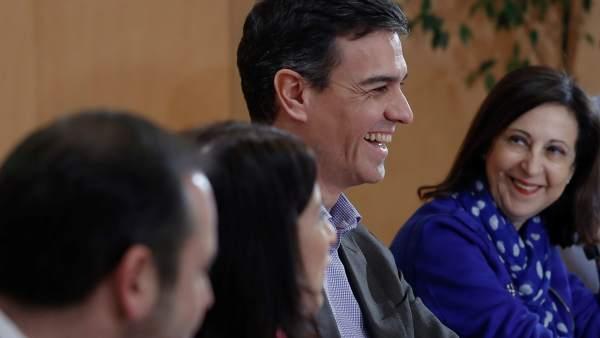 El secretario general del PSOE, Pedro Sánchez, y su portavoz en el Congreso, Margarita Robles.