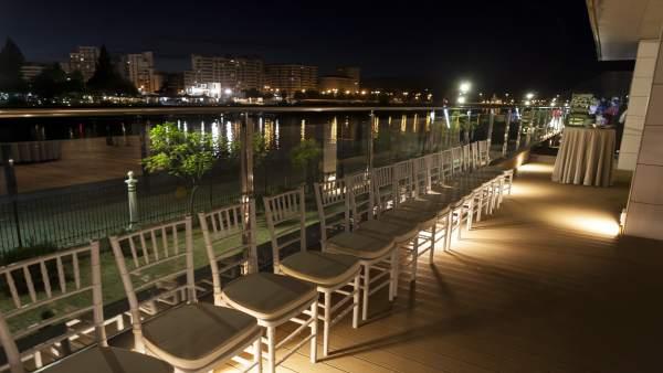 Vistas exteriores del restaurante Muelle 21 en Sevilla