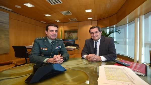 José Entrena recibe al coronel jefe de la Guardia Civil en Granada