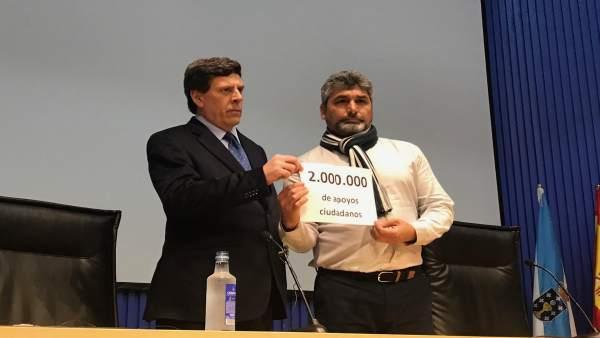 Juan Carlos Quer y Juan José Cortés presentan firmas en Santiago
