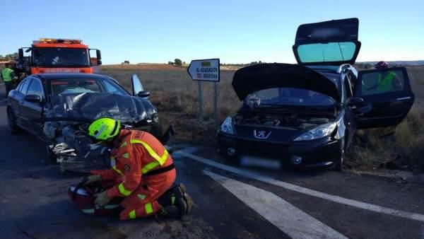 Actuación de los bomberos en la carretera
