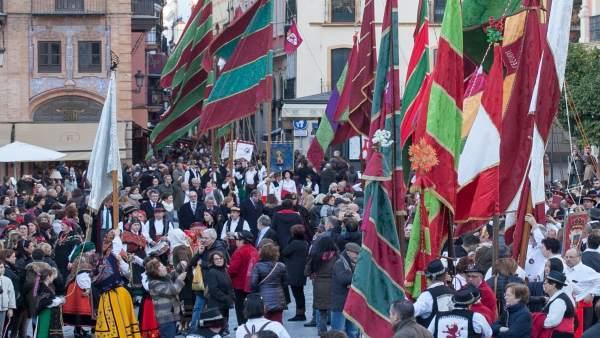 Desfile de pendones de León en Sevilla
