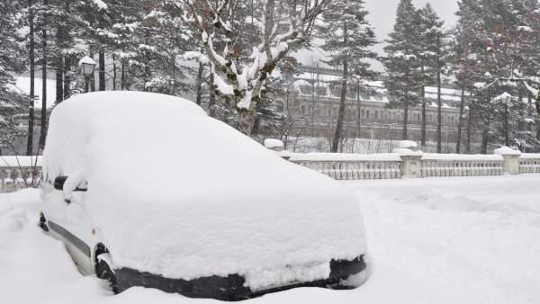 La nieve suele ser copiosa en Canfranc.